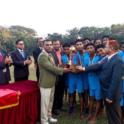 ক্রিকেট টুর্নামেন্টে পুরস্কার প্রদান
